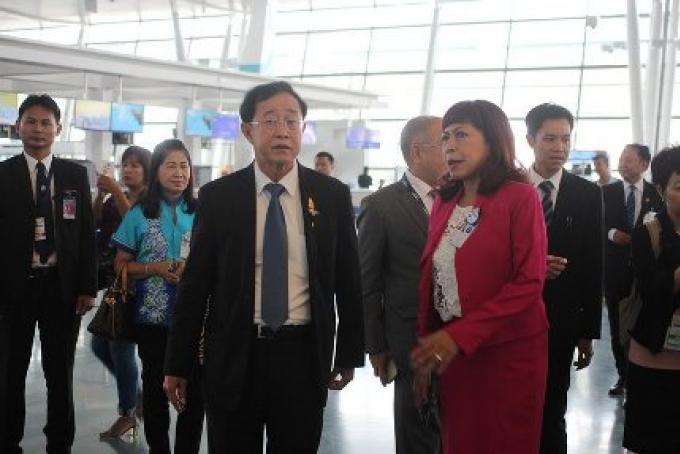 Le ministre des Transports s'est déplacé pour les retards du bureau de l'immigration à l'aéropor