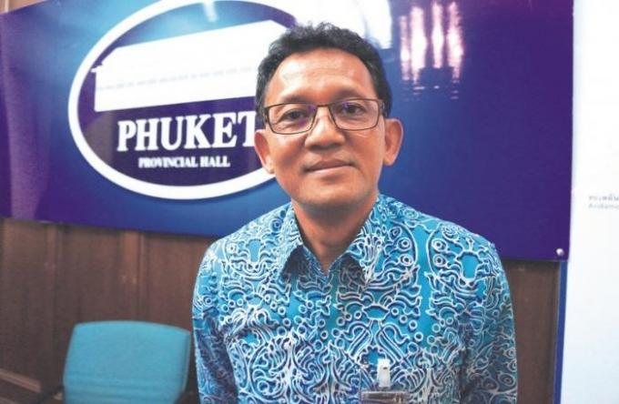 Le gouverneur Chamroen s'adresse une dernière fois à Phuket