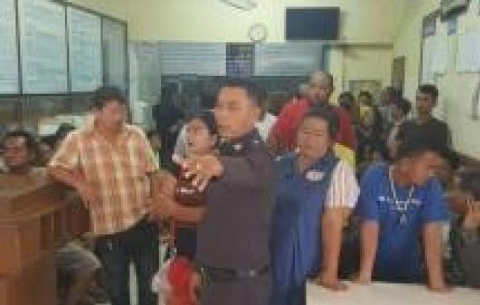 La police ferme une salle de jeux clandestins a Krabi