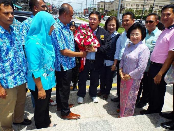 Le nouveau gouverneur Chockchai arrive
