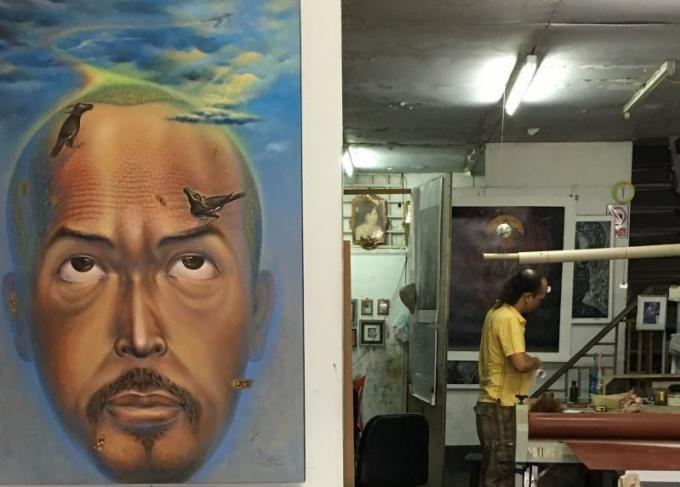 Arts : Monthian Yangthong perpétue l'art ancestral de la gravure sur bois dans sa galerie de Phuk