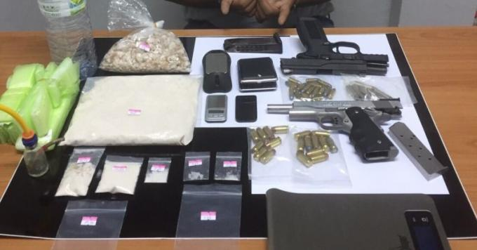 Un mécanicien de 28 ans arrêté en possession d'une énorme quantité de méthamphétamines et d