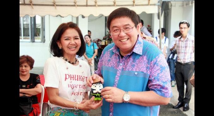 Le nouveau gouverneur parle de dinde, et évoque Phuket comme un rêve