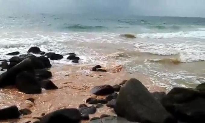Des canalisations déversent des eaux usées directement sur Surin Beach – Encore