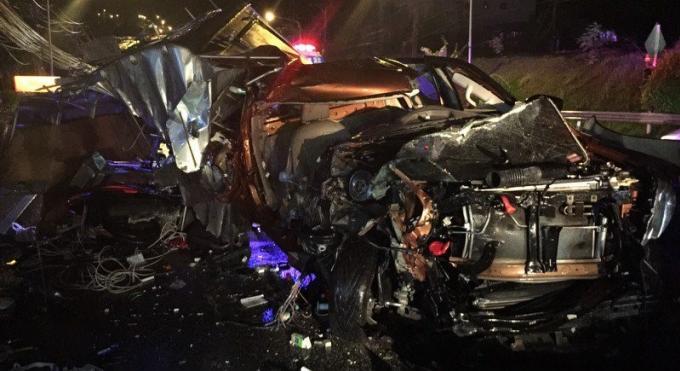 Grave accident entre un car un pick-up et un scooter a Patong Hill, des touristes chinois ont été