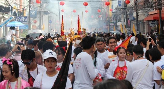 Des milliers de personnes célèbrent la fin du Festival Végétarien de Phuket
