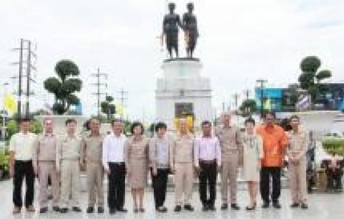 La nouvelle équipe gouvernementale fait allégeance au nouveau gouverneur de Phuket
