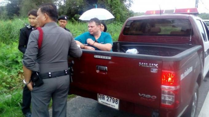 Un New-Yorkais bourré attaque des véhicules au nord de Phuket