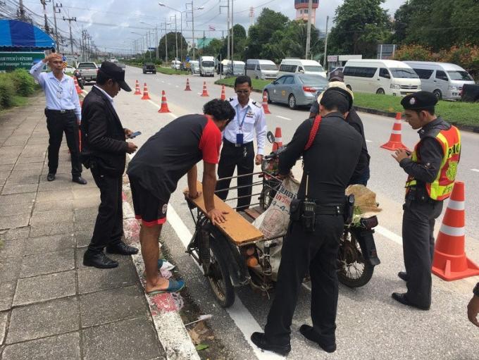 La sécurité renforcée a l'aéroport de Phuket après des menaces d'attentat à la voiture pi�