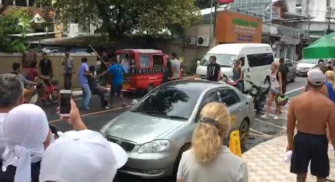 Un chauffeur de taxi caillassé a coup de brique par des touristes russes