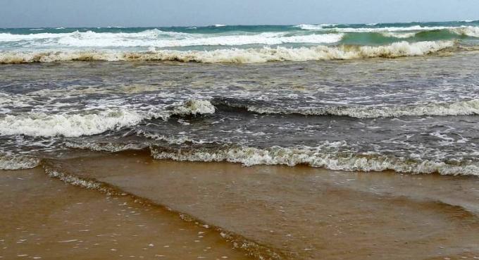 Les officiels dissipent les craintes quant aux fuites d'huile sur les plages de Phuket