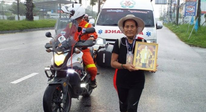 Une femme de Phuket marchera les 842km jusqu'à Bangkok en l'honneur du Roi