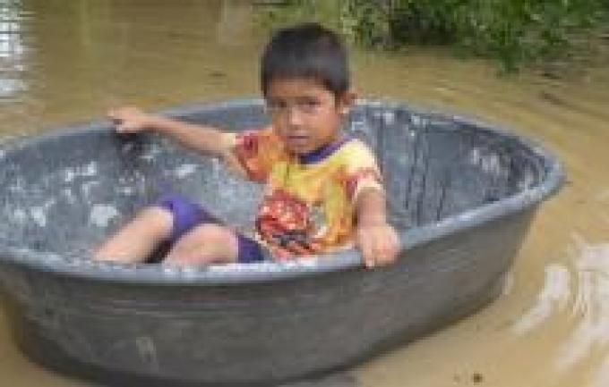 Alertes aux inondations et glissements de terrain à Krabi