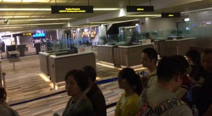 Les responsables de l'aéroport restent silencieux sur les questions posées sur l' immigration de P