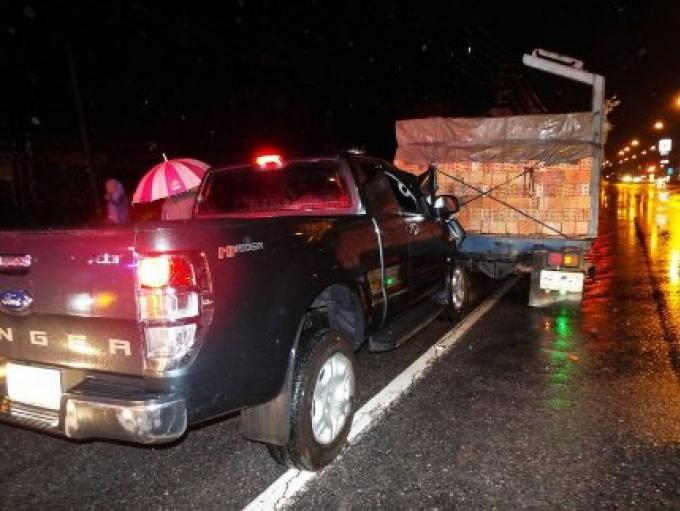Un homme s'endort au volant, il percute l'arrière d'un camion