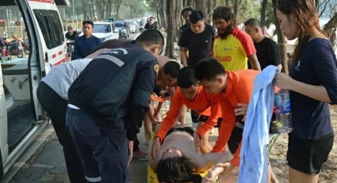 Les sauveteurs de Phuket mettent en garde les baigneurs après une vague d'incidents dus à la for