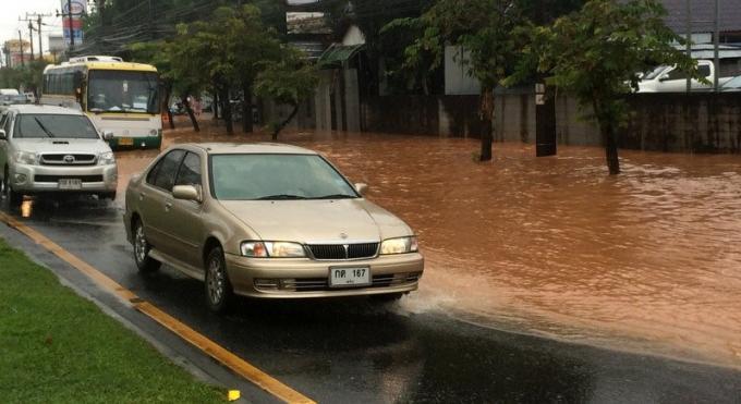 Les fortes pluies provoquent des crues mineures à Phuket