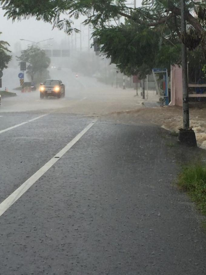 Des crues éclairs paralysent plusieurs secteurs de Phuket
