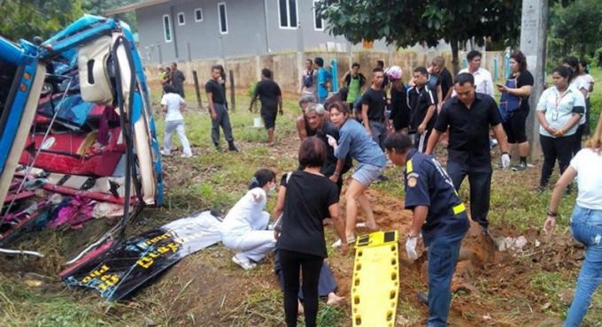 Un accident de car entre Surat Thani-Phuket fait 11 blessés, deux personnes sont toujours coincées