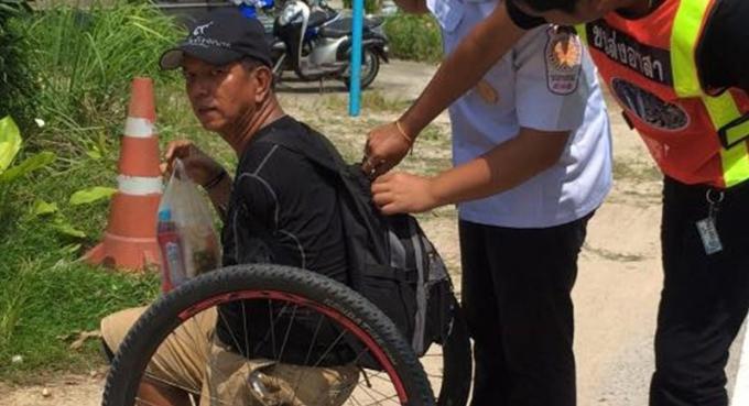 Un handicapé de Phuket achève son périple de 13 jours en hommage à Sa Majesté
