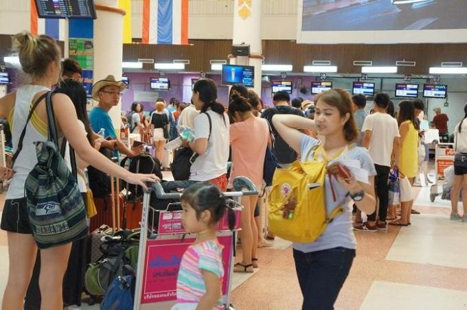 Les passagers internationaux devront payer une nouvelle taxe de 15 baths par billet