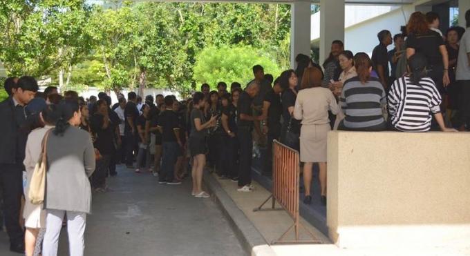 Longues files d'attente à Phuket pour obtenir une pièce commémorative à l'effigie de Sa Maje