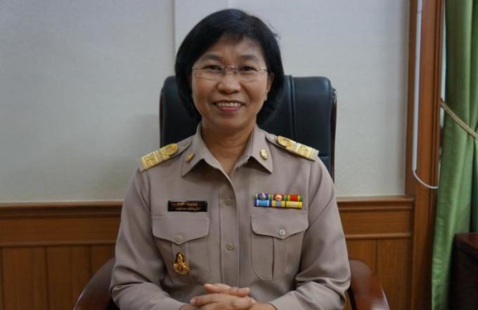 Femme et 'officiel du gouvernement' à Phuket