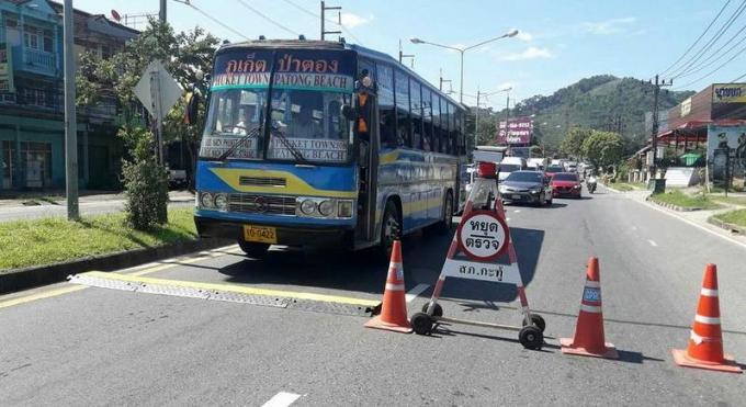 La police renforce les interdictions des véhicules lourds sur Patong Hill