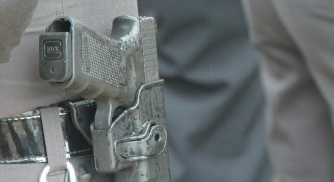 Rien n'est fit pour empêcher les policiers de porter leur arme dans la rue lorsqu'ils ne sont p