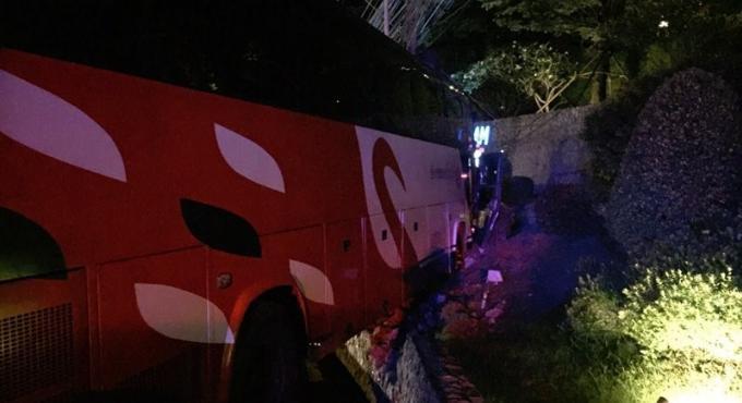Accident de Patong Hill : la police inculpe le chauffeur du car pour conduite dangereuse