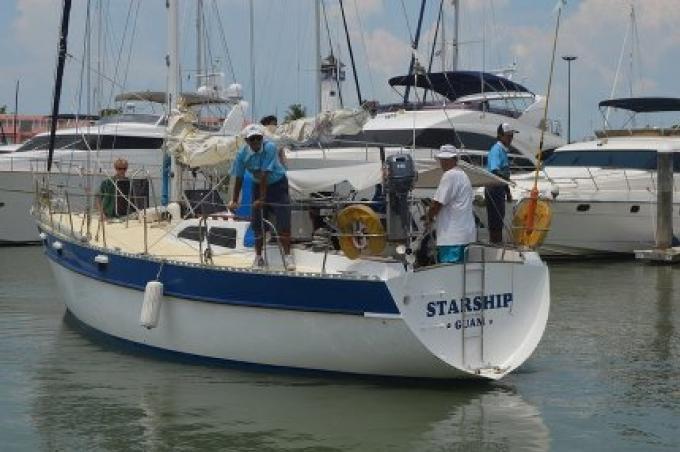 Un touriste danois d'un voilier choqué aurait été jetée à la mer après une collision avec un b