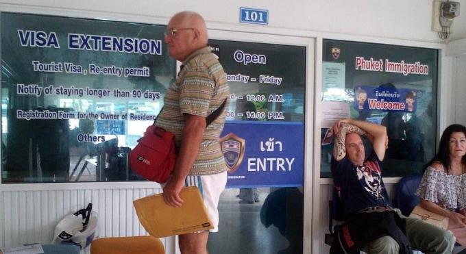 Le bureau de l'immigration de Phuket dans le flou au sujet des visas long séjour de 10 ans