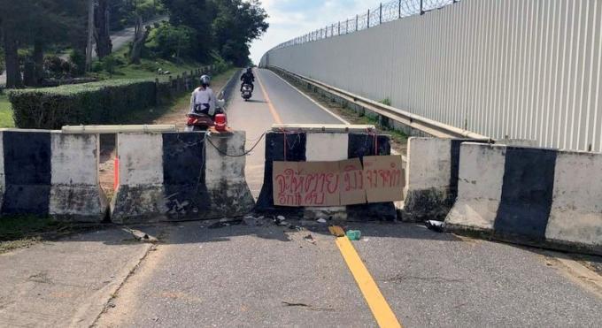 Les habitants frustrés par la fermeture de la route longeant l'aéroport