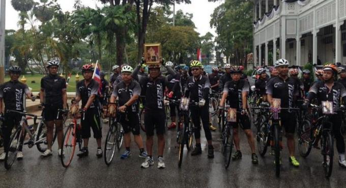 Phuket Bangkok a vélo en l'honneur de Sa Majesté le Roi Bhumibol