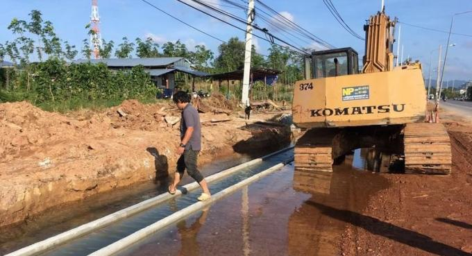 Des ouvriers maladroits endommagent une canalisation et provoquent une coupure d'eau