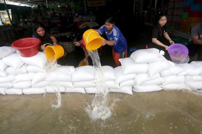 Une association de Phuket lance un appel aux dons pour les victimes des inondations a Nakhon Sri Tha