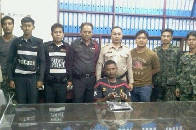 Les officiers de Thalang ont trouvé un voleur pendant la Songkran