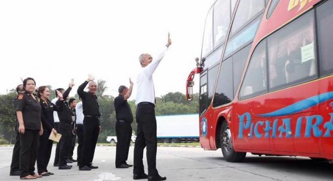 Un nouveau convoi quitte Phuket pour rendre hommage à Sa Majesté le Roi Bhumibol