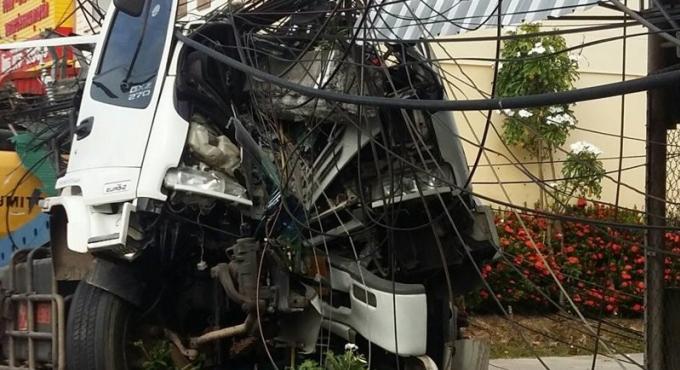 Conduite dangereuse et amende pour le chauffeur du camion qui a détruit le pylône électrique merc
