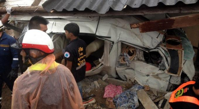 3 morts et 7 blessés dans le tragique accident d'un van effectuant un visa run