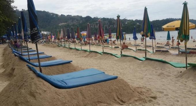 La marine ordonne le démantèlement des chaises longues de sable'