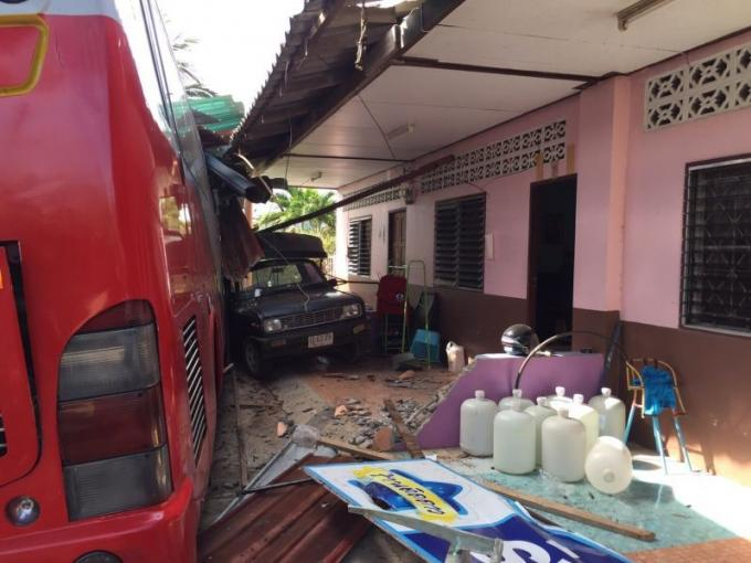 Accident de car à Paklok, deux véhicules endommagés, aucun blessé