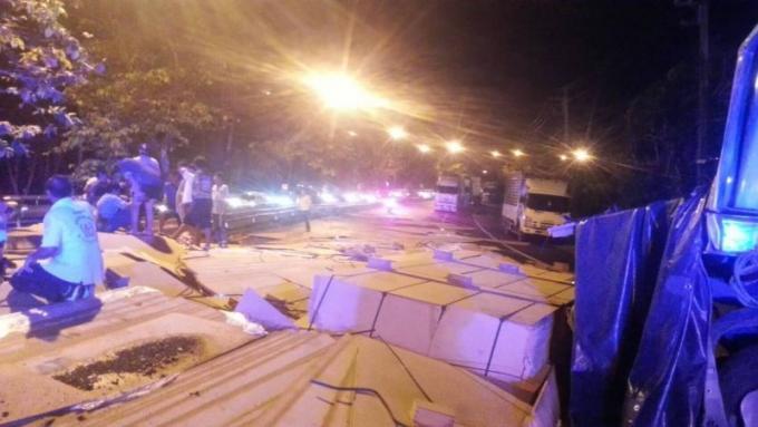 La passagère grièvement blessée dans l'accident d'un semi-remorque à Phuket