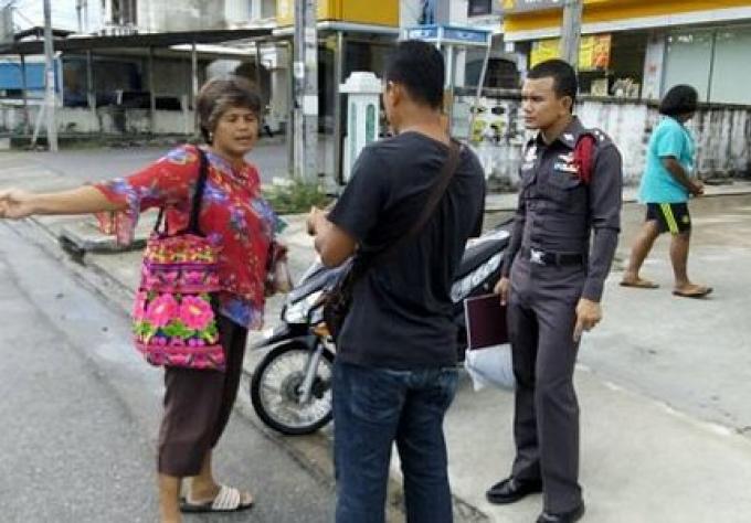 Recherche du voleur de collier par la police de Phuket