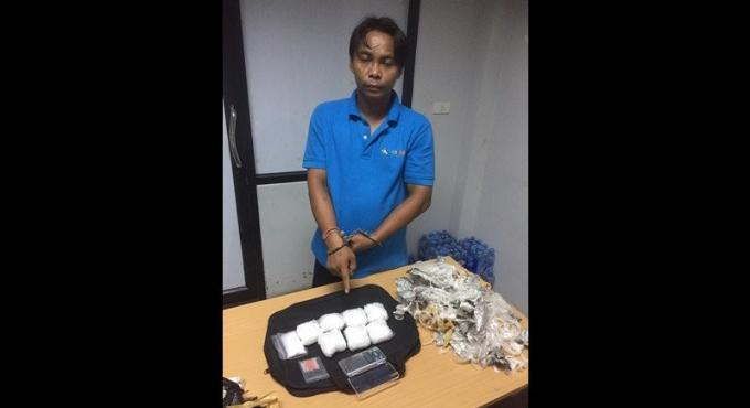 Un chauffeur de van de Surat Thani arrêté en possession de drogue