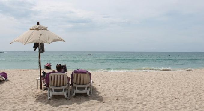 La marine torpille le retour des chaises longues sur les plages