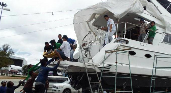 Un bateau explose dans la marina et fait deux blessés