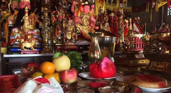L'hommage traditionnel aux ancêtres avant le nouvel an respecte le deuil national
