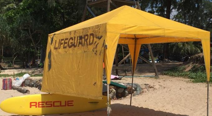 Le sauveteur chassé de la plage par des vendeurs en Décembre reprend du service