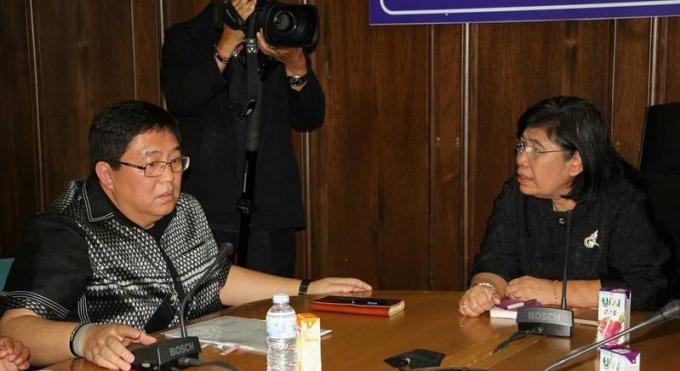 Le gouverneur de Phuket face au boss du département du tourisme au sujet des accusations de corrupt